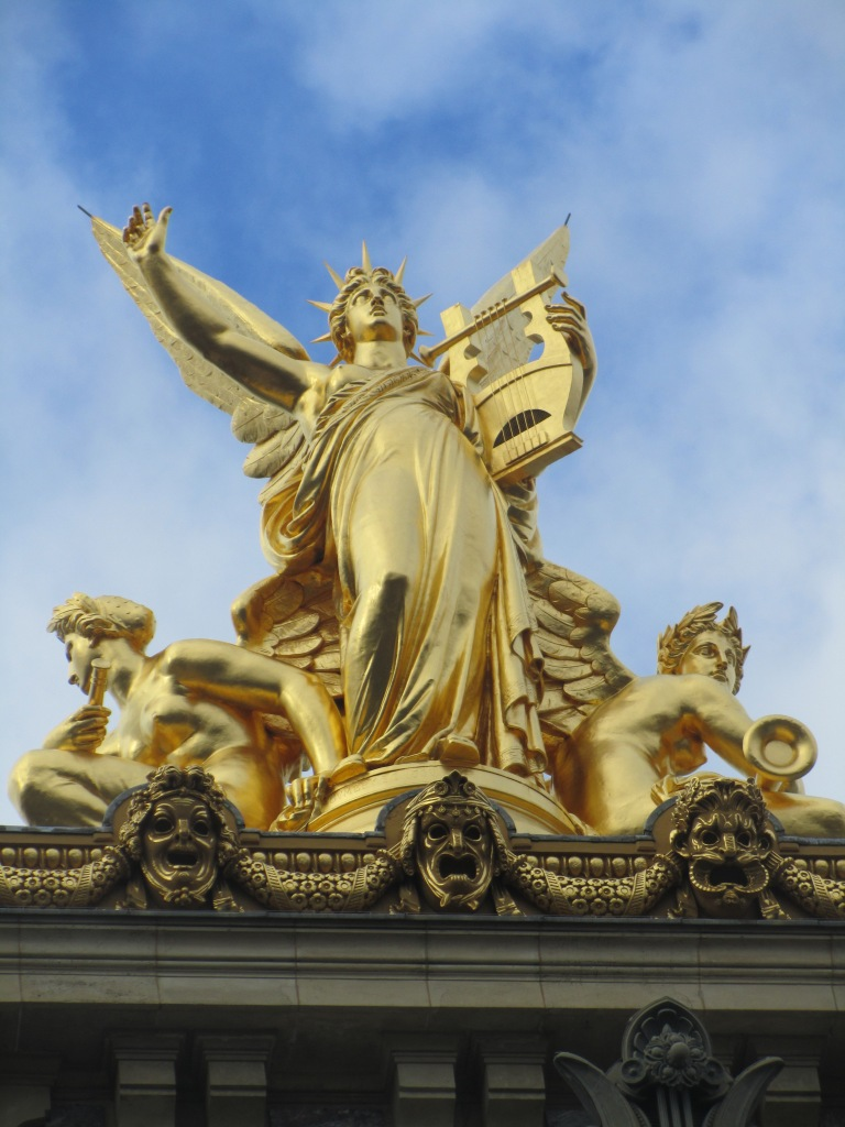 Loved this sculpture on top of Le Palais Garnier!